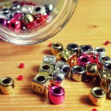 perles et objets décoratifs pour créations