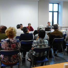 la présidente et des bénévoles de l'association FRANCE ALZHEIMER se présentent