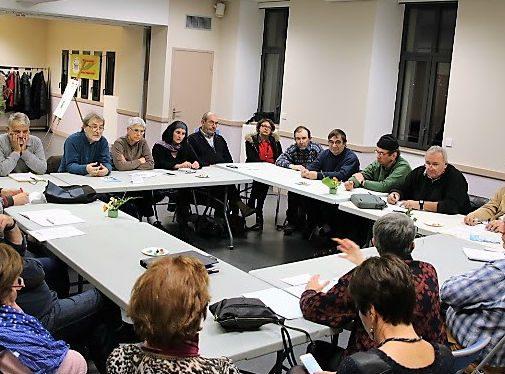 """les participants au café débat """"Créer un S.E.L d'associations"""""""