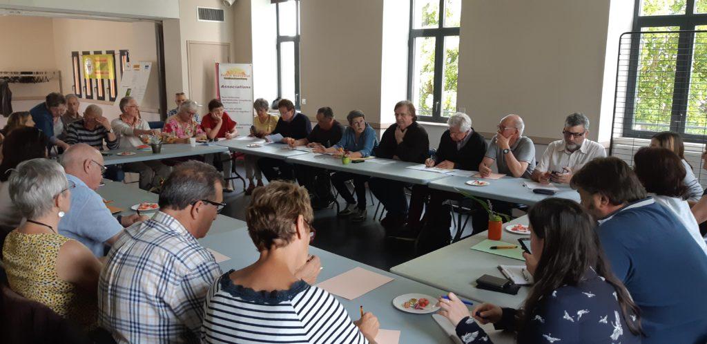public du café débat du 24 mai